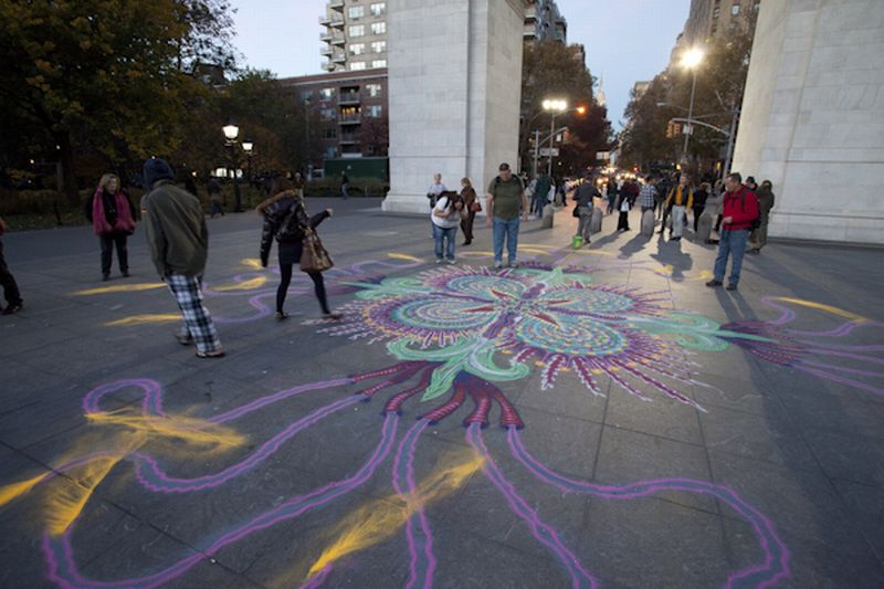 Joe Mangrum Sand Painting WashSqPark 5